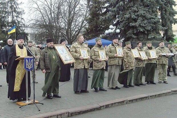 «Дякуємо, що живі!» — волиняни зустріли своїх захисників із фронту (Відео)