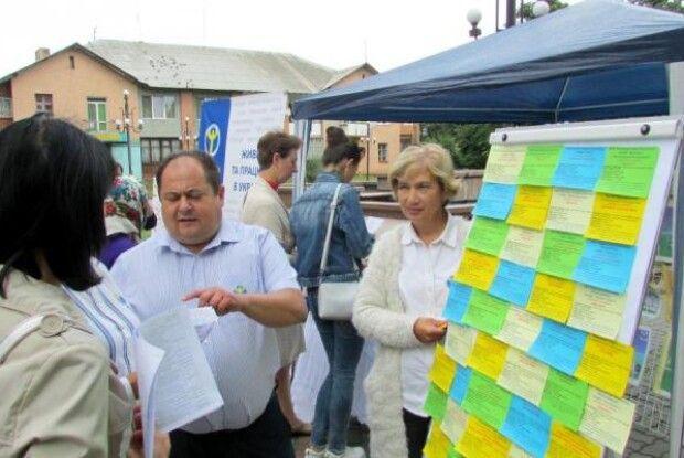 У Нововолинську пропонували працевлаштування прямо на бульварі Шевченка