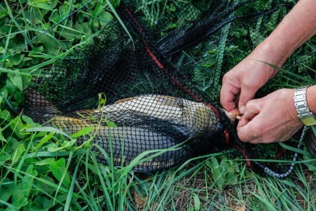 Про браконьєра на озері волинських поліцейських повідомили пильні мешканці