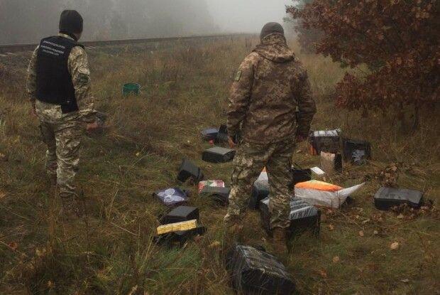 На Волині правоохоронці виявили сигарети, що незаконно перевозились з Білорусі потягом (Фото)