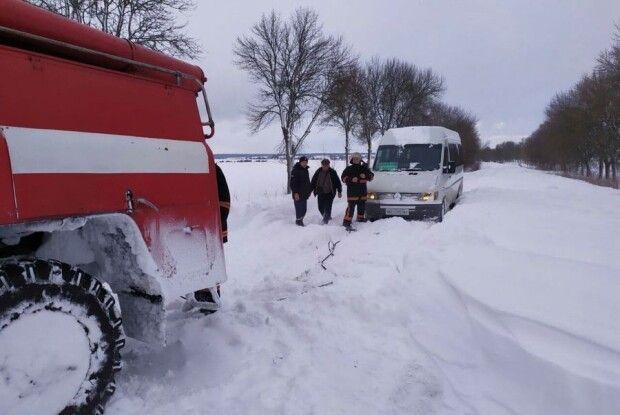 Минулої доби волинські рятувальники вивільнили зі снігових заметів 14 автомобілів (Відео)