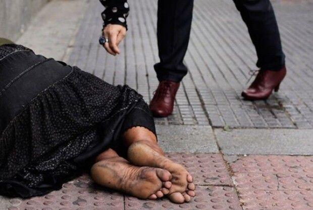Француза, який подав милостиню, оштрафували на 100 євро