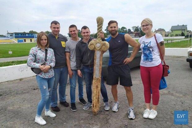 На фесті у Володимирі-Волинському зник і з'явився дерев'яний меч