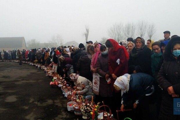 Показали, як в Іваничах освячували великодні кошики (Фото)