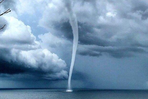 Над Чорним морем вирував сильний торнадо (Відео)