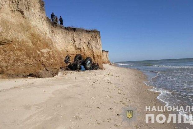 На Одещині трактор впав із високого схилу на берег Чорного моря – тракторист загинув