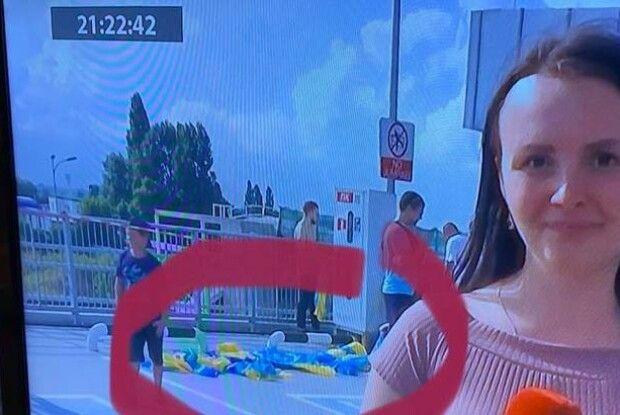 УАФ найняла людей для зустрічі збірної України в Борисполі, а пізніше прапори викинули, як сміття
