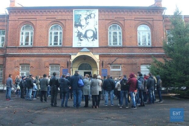 У Володимирі-Волинському до війська сьогодні відправили перших строковиків