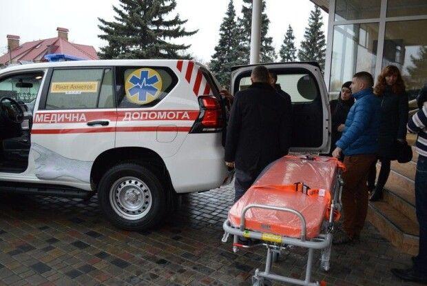 Фонд олігарха Ріната Ахметова придбав для ковельських медиків автомобіль