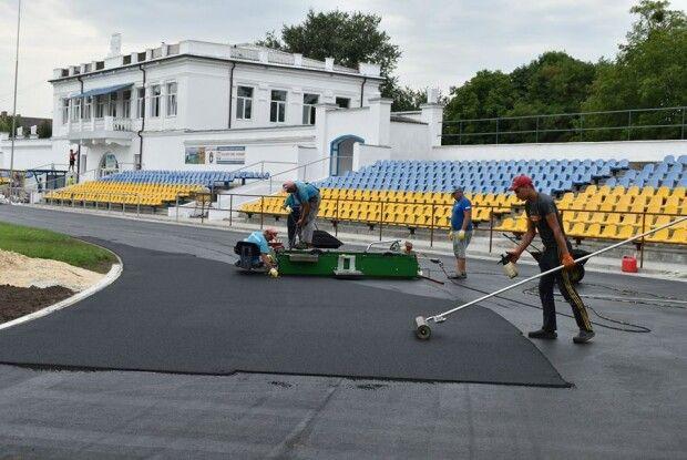 Показали, як у Нововолинську ремонтують стадіон за 9 мільйонів (Фото)