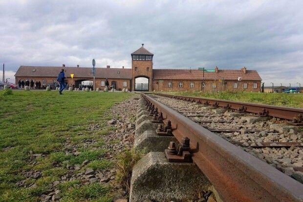 В Освенцимі і досі не співають пташки...