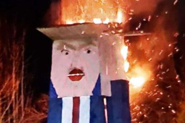 Спалили дерев'яну статую Дональда Трампа