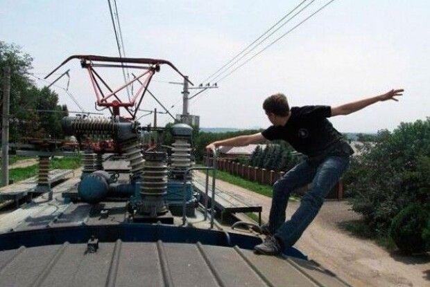 Дитину уразило струмом під час селфі на потягу