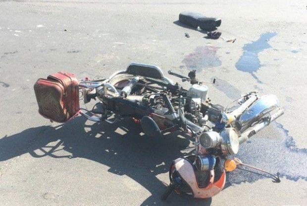 У Луцьку мотоцикл з трьома пасажирами врізався у легковик