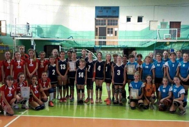 Юні ковельські волейболістки – бронзові призерки обласних змагань