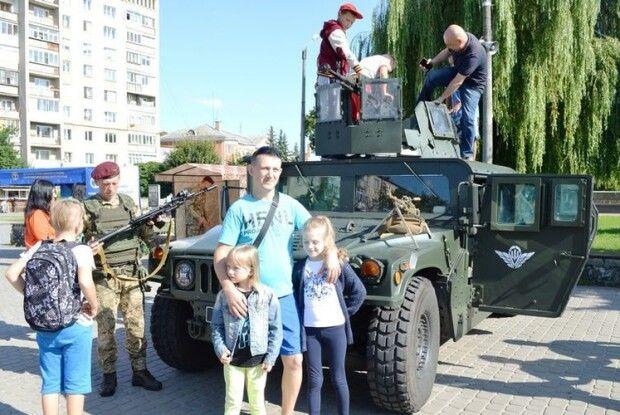 У Ковелі представники десантно-штурмових військ провели інформаційно-пізнавальну акцію