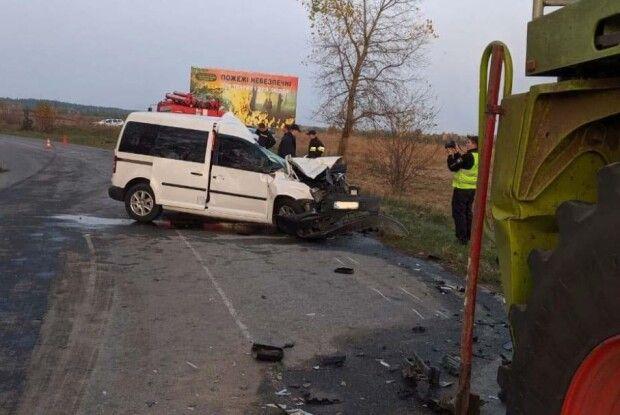 Смертельна ДТП на Рівненщині: легковик зіткнувся з комбайном