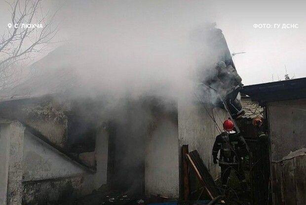 На Рівненщині пожежний доброволець допоміг побороти вогонь