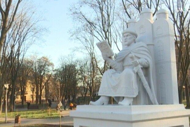 Бути чи не бути пам'ятнику князю київському?