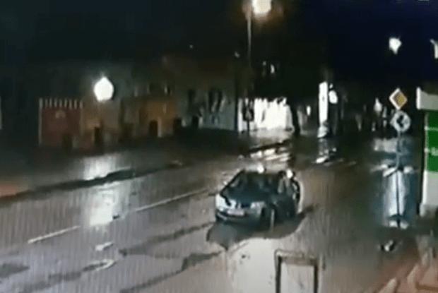 У місті на Волині вночі перекинувся автомобіль (Відео)