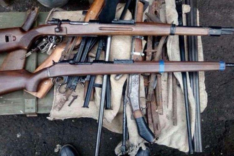 У Володимирі-Волинському вилучили арсенал зброї (Фото)