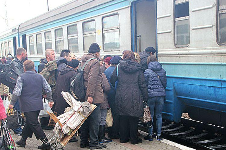 Навіть передбачення синоптиками сьогодні грози не змогли зупинити пасажирів волинсько-львівської електрички «Ківерці – Сапіжанка» (Фоторепортаж)