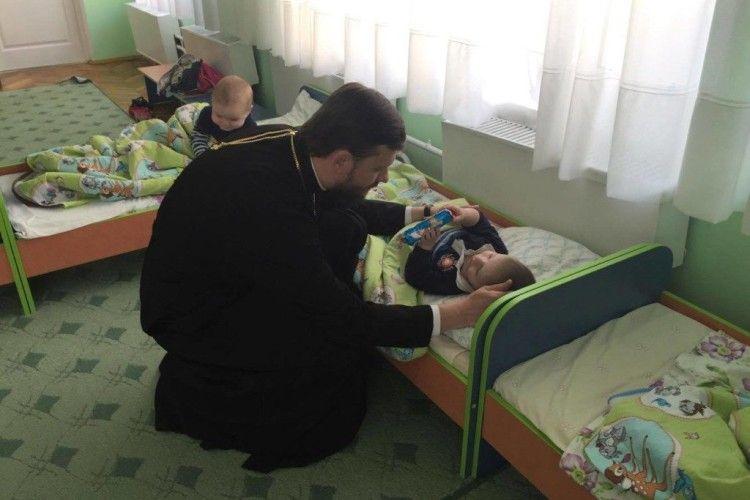 Волинські священики привітали з Великоднем вихованців Будинку дитини