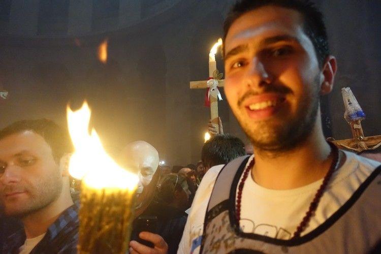 О 14.22 за Києвом у Єрусалимі зійшов Благодатний вогонь