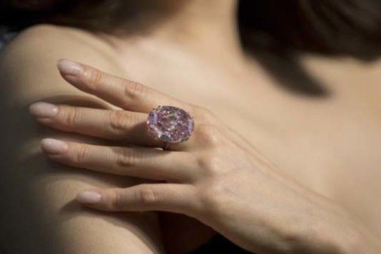 Найбільший рожевий діамант продали за понад 70 млн доларів