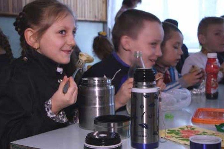До кінця навчального року школярі-«чорнобильці»сидітимуть без гарячих обідів (Відео)