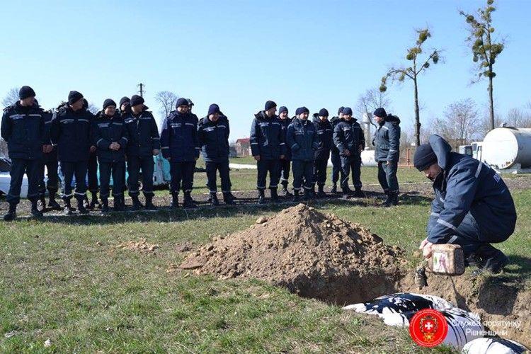 На Рівненщині тренувалися… спалювати свинячі туші (фото)
