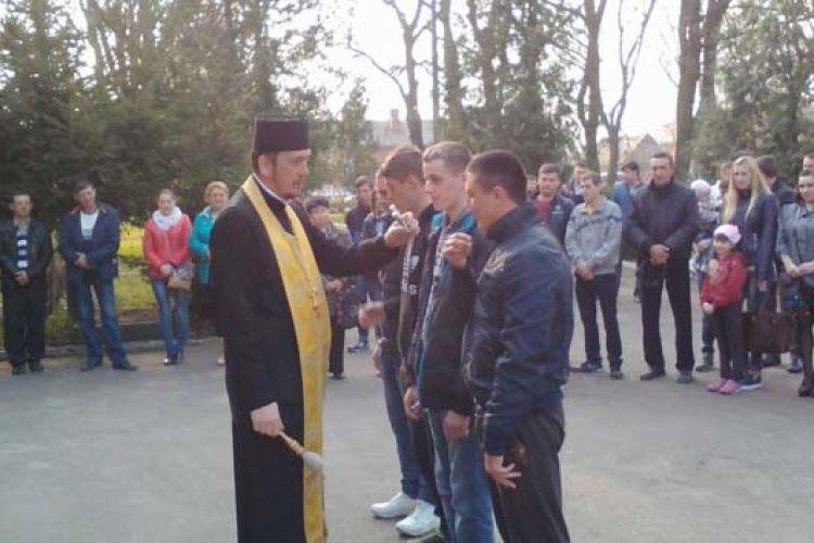 У Володимирі-Волинському провели строковиків до війська