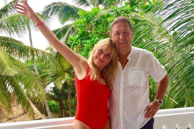 Легенда українського футболу одружився з моделлю, яка молодша за нього на 35 років