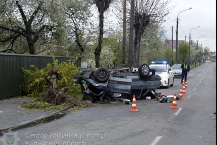 Моторошна аварія в Луцьку: один  загиблий, четверо – в лікарні (фото)