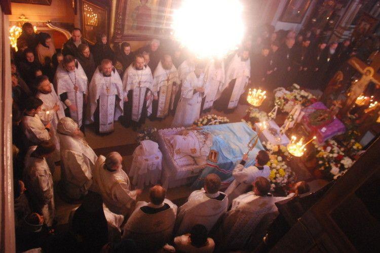 Усі 14 благочинних Волинської єпархії попрощалися зі спочилим митрополитом Ніфонтом (фото)
