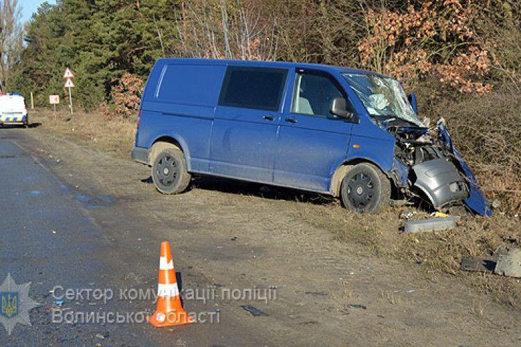 На Волині «лоб у лоб» зіткнулися два мікроавтобуси – одна людина загинула, п'ятеро травмовані