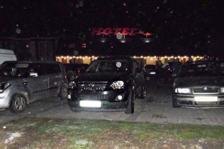 Сьогодні вночі на Рівненщині підірвали гранату біля готелю