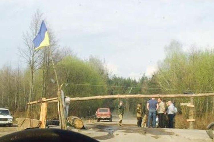 «Бурштинова мафія» встановила блокпост і перекрила дорогу на Рівненщині