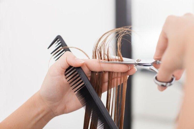 Клієнтка після стрижки й манікюру повідомила поліції про незаконні дії перукарки