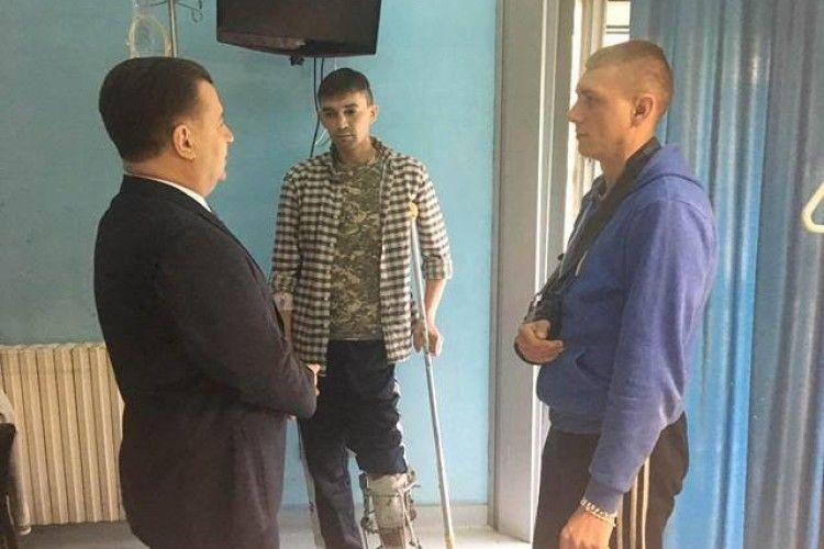 Полторак провідав поранених бійців, які лікуються в Італії