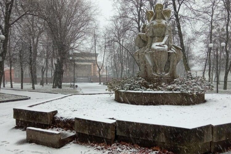 У Ковелі розвалюється символ братерства з Росією та Білорусією (Фото)