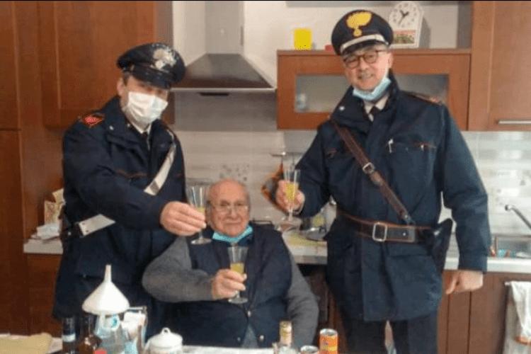 В Італії 94-річний дідусь викликав поліцію, аби було з ким відсвяткувати Різдво