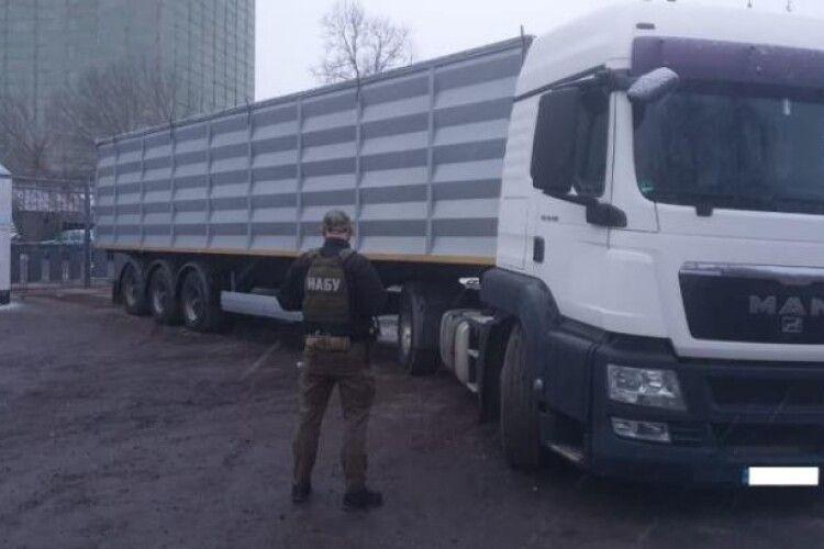 Детективи НАБУ врятували «від мишей» 340 тонн зерна з Держрезерву
