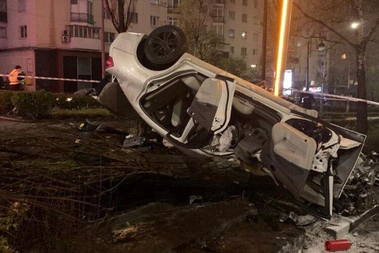 У моторошній ДТП в Києві загинула 18-річна пасажирка