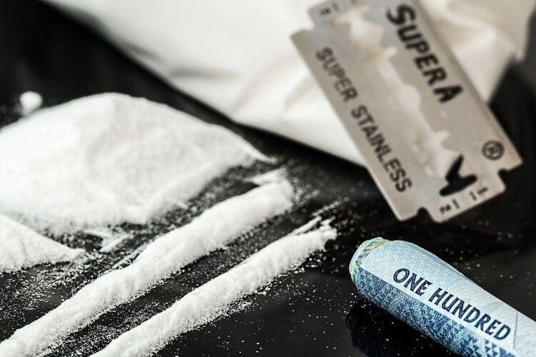 Волинянка продавала наркотики: її судитимуть