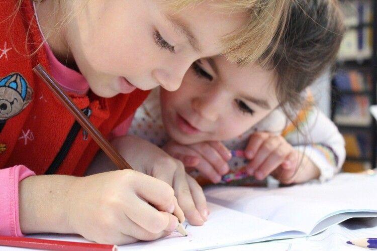 У місті на Волині малеча із малозабезпечених сімей навчатиметься у дитячій школі мистецтв безкоштовно
