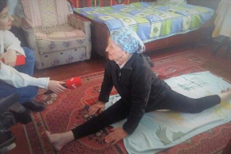 93-річна пенсіонерка потрапила до Книги рекордів України: їй вдалося сісти на шпагат (Фото, Відео)