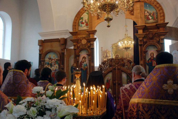 На Волині у сільському храмі освятили новий престол (фото)