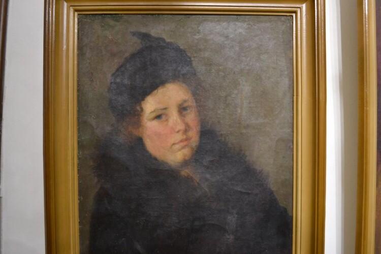 Портрет доньки Оленки в чорному. 1930-і.