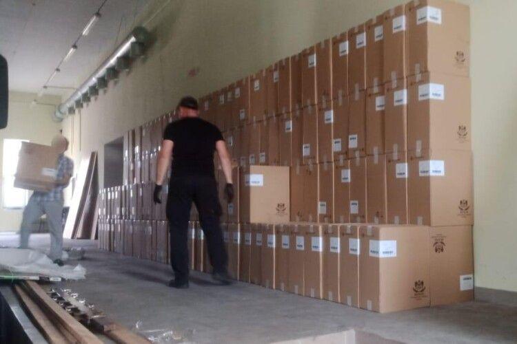 Вражаючий масштаб контрабанди – на кордоні виявили  250 тисяч пачок сигарет (Фото, відео)